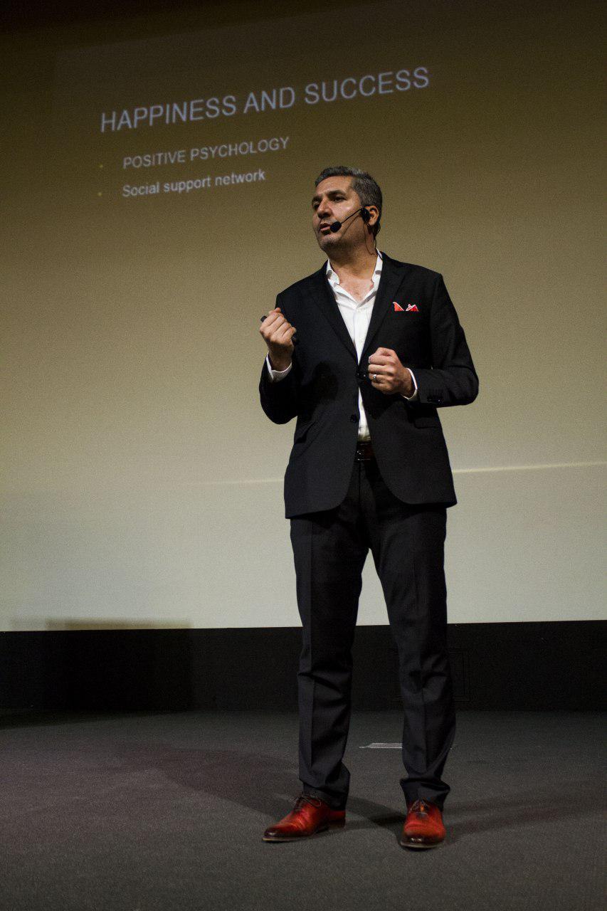 دکتر خضرزاده در همایش راهبران فروش