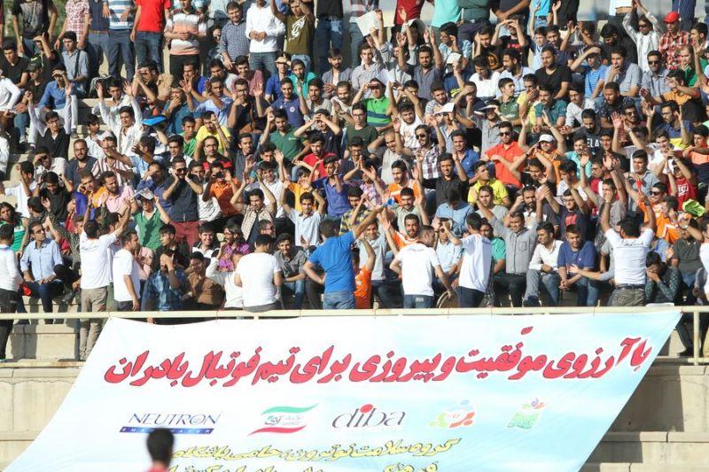 بازی فوتبال شرکت بادران با شاهین بوشهر