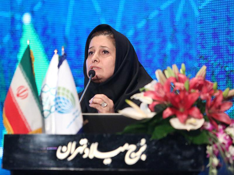 خانم مهندس موسوی مدیر عامل بادران در اولین همایش مسئولیت پذیری اجتماعی بنگاههای اقتصادی